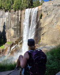 Beautiful Hike to Vernal Falls in Yosemite Valley! Upper Pines Campground is the closest camp to the trailhead. Enjoy the big elevation gain and don't forget to stop for photos ;) this beautiful capture thanks to 📸 fotos.de.alicia . . . #forceofnature #seekthetrails #outdoorwayoflife #amongthewild #thehikemovement #hikingadventures #theoutbound #neverstopexploring #choosemountains #liveyouradventure #everyoneoutside #takeitoutside #mountainstories #wearealladventurers #leavenotrace #camping #waterfall #vernalfalls #camping #yosemitenationalpark  #wildernessculture #simplyadventure #sharethejourney #bringhomeastory #keepitwild #welivetoexplore #awakethesoul #roamtheplanet #stayandwander  #macaadventures
