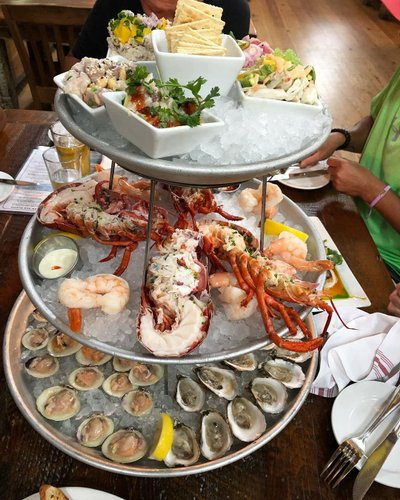 Seafood tower 🦞 I'm slowly getting into oysters 🦪 #seafood#lobster#shrimp#oysters#foodie#yum