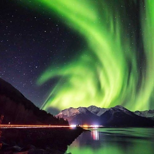 Northern Lights Above Alaska 💚 . . #alaska #anchorage #beautifulplaces  #ignature #
