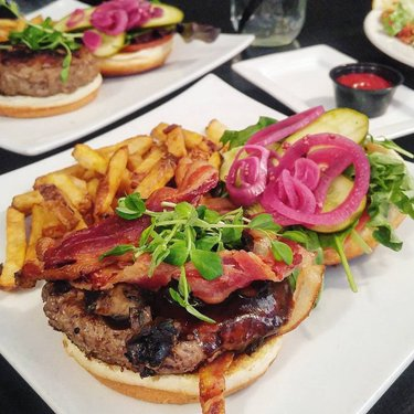 Discovered an interesting burger bar in Cornwall serving 40+ different types of burgers (including exotic meats such as alligator, camel and kangaroo). I'm afraid I'm not that adventurous though; just got a plain Texas burger with bacon and mushrooms. It was excellent! . . @truffles_burger_bar #discoverontario #sogood #cornwallontario #trufflesburgerbar #yougottahere #iloveburgers #foodphotography #foodjournal #bonappetit #foodie #foodstagram #omnomnom