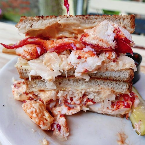Happy Father's Day to my husband @matteatsnewengland ! This is a #lobster #reubensandwich from his favorite restaurant @brickalleypub. Their socially distanced patio is open and really great!