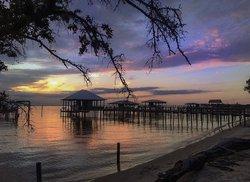 An incredible sunset shot captured in Point Clear, Alabama. Photo credit belongs to . #al #alabama #sunset #alabamasunset #pointclear #pointclearalabama #dusk #outdoors #pier #gulfcoast #gulfcoastsunset #mobilebay #alphotography #alabamaphotography #alphotographer #alabamaphotographer #scenery #travel #vacation #thisisalabama #photooftheday Tag #onlyinalabama to have your photo featured 📷😁