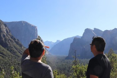 Me botskie lookin' at El Capitan and my wife Scoping the Half Dome #tunnelview #tunnelviewyosemite #yosemitetunnelview #yosemitetunneloverlook #elcapitan #elcap #elcapitanyosemite #elcapitanyosemitevalley #halfdome #haldomeview #halfdomeyosemitenationalpark #yosemitenationalpark #halfdomeviews #nature #beautifulnatures #awesomeviews #godscreationisbeautiful #photography #naturephotography Photo Credit to our Daughter jamieyanne 📸🏞