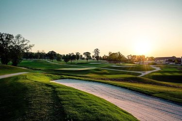 this one time i photographed a newly renovated golf course at 5:30 am...anyone else ever been up super early to photograph during the sunrise? 🌞 . #totallyworthit #sunrise🌅 #golfcourses #golfcoursephotography #morningglory #morningscenes #golf⛳️ #onthegreen #instagrambham #thisisalabama