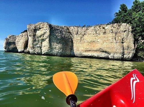 你已经听说过这一切,但是你划了它吗? Steep Rock是我们最新的博文。 从@steeprockkayak租一艘皮划艇,探索诱人的蓝色海水,并被悬崖迷住。 链接个人资料。