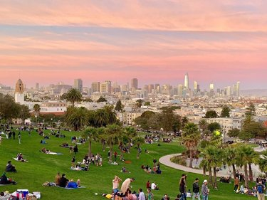 I was looking at some old pics and found this one.. Sunday Sunset Time at Dolores Park in San Francisco🌁👌🏻 #tbt