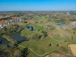 Would had loved to play this course... #flyinglikeavoss #binded #golf #gotgolf #tannehillpreserve #community #tannehillnational #sunny #blueskies #aerial #dronephotography #nature #naturephotography #treesofinstagram #thisisalabama #thisisbham #instagrambham #bham #bhamnow #djisparkdrone #dji #djispark #twenty4sevendrones #dronerys #dronestagram