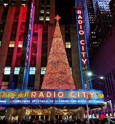 #NewYorkCity #Christmas has begun and it is glorious #RadioCityMusicHall