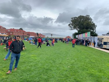 Whenever I am traveling, I try my best to attend the food festivals in a city, which gives me a glimpse in city's food scene and culture. Off the Grid is a famous food truck gathering every Sunday in Presidio picnic area, San Francisco from 1100hrs to 1600hrs known for its diverse food offerings. The picnic area is a perfect place to spend a day with family. The place is surrounded by museums, trails and some breathtaking views. All the pictures of food trucks on my insta story #travellergotwings #travel #traveller #travelblogger #sanfrancisco #offthegrid #foodtruck #presidio #food #localcuisine #diversity #creative #views #picnic #familytime #explore #atlantablogger #explorer #weekend #discover