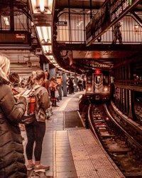 NYC U-Bahn ist eine der ältesten öffentlichen Transit System der Welt, eines der am häufigsten verwendeten u-Bahn der Welt und mit den meisten Stationen! Wo ist Ihr Ziel? Manhattan, New York City. #ig_nycity #nyclives #picturesofnewyork #newyorkloversnyl #newyorker #travelingthroughnyc #is_citynight_1 #citypicz #wildnewyork #newyorkcity #travelnyc #iloveny #nycityworld #newyork_ig #newyork_instagram discover.n.y.c #newyork_world # Newyorkarea #seeyourcity #streets_vision #nycprimeshot #loves_nyc What_i_saw_in_nyc #manhattan #online_newyork #nycdotgram #ph88rh #topnewyorkphoto #city_explorer #imagesofnyc #citybestpics #nyconline
