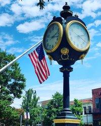 #towerclock #tuscaloosa #street #alabama #skyblue #americanflag #flag #clock  #city tuscaloosacity #downtowntuscaloosa #SightOfAlabama, #ScentOfAlabama, #TasteOfAlabama, #SoundOfAlabama, #FeelingOfAlabama alabamatravel