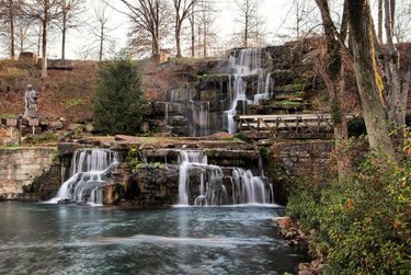 Native Americans named the Tennessee River that rolls through The Shoals area The Singing River. The Singing River Waterfalls Day Trip features Coldwater Falls as the centerpiece of beautiful Spring Park in Tuscumbia and the beautiful Wilson Dam waterfall. For this itinerary, check our story for the link or go to northalabama.org and click Trails then Waterfalls. 📸: johndersham Don't forget to follow:➡ Alabama.M.Schwartz 😎 ✅ 😍 * ✅🐶💓 * 🌸 Tag & Share with your Friends⤵  #alabamarivers #natureshot #nature #naturephotography #alabamariver #peaceful #thisisalabama #alabamaphotography #scenery #outdoors