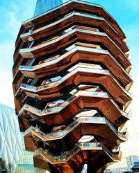 Hudson Yards, freitragend eine Reihe von Türmen stellt über eine Schneise von Rangierbahnhöfen, offiziell eröffnet heute auf der Westseite von Manhattan um 30th Street. Was Sie dort finden, ist eine wahre Neuheit auch inmitten von New York City ständigen Wandel: einen neuen Stadtteil. Der Komplex besteht aus Büros, Wohnungen, ein Hotel, sowie einige der neuesten muss-Besuch-Geschäfte, Restaurants und Sehenswürdigkeiten der Stadt gut, einschließlich Schiff (Foto), eine 150 Meter hohe kletterbaren Skulptur von 154 Stellwerk Treppen. Link in Bio für 7 coole Dinge, die man bei @HudsonYards. 📷: @alanglenn #HelloHudsonYards #HudsonYards #MonumentalNYC #NewYorkCity #SeeYourCity #ILoveNY #ThisIsNewYorkCity #Vessel