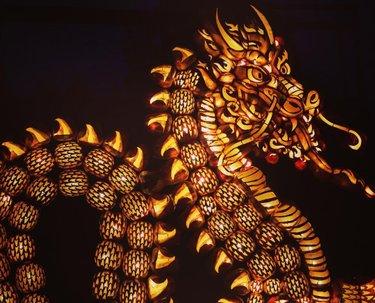 Mystical Dragon 🐉@pumpkinferno.  #dragon #mystical #legendary #fire #pumpkincarving #pumpkin #pumpkinferno #myottawa #famillyfun #halloween #activities #nightout #dark #lights #amazing #wonderful #artistic #scary #ontario #canada #vlog #escape #esc  #wanderlust