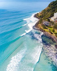 Tropical island? 🏝 You could be forgiven for thinking you were on an island off of Bali or Greece, but actually, this is the view above Burleigh Heads. With a point break that stretches from