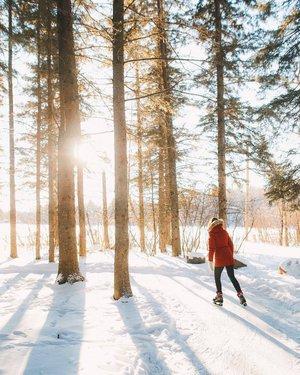 骑马山国家公园是一个冬季仙境! 在这个季节,您可以穿雪鞋,观看北极光,肥胖自行车,冰鱼,越野滑雪,以及穿过森林的小径滑冰。 你最想做哪个活动? 。 📷:@austin.mackay📍:@tourismwinnipeg,@ TravelManitoba #ExploreCanada。 Le parc national du Mont-Riding estunvéritableparadishivernaloùl'onpeut faire de la raquette,duvéloàpneussurdimensionnés,delapêchesurglace,du ski de fond ou du patin le long des sentiers forestiers,ou encore observer lesauroresboréales。 Quelleactivitévousplairait le plus? 📷:@austin.mackay📍:@TourismWinnipeg @travelmanitoba #OnlyInThePeg #ExploreMB