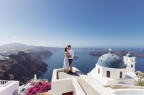 Explore the world with your loved ones 🌍 First stop...Santorini!📍 702ab715820