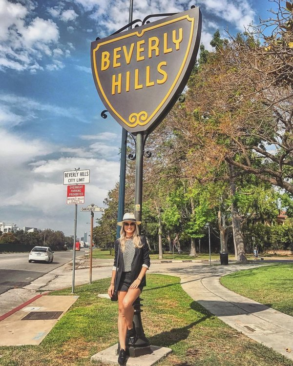 Beverly Hills Nude Photos 7