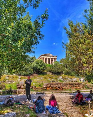 Photo by off.to.wonderland, caption reads: Paint away 🎨🖌️ ⠀⠀⠀⠀⠀⠀⠀⠀⠀ If you are a painter, you are in luck. Historic ruins are in abundance in Athens, I must say it is painter's paradise. A lush garden with a clear view of the temple of Hephaestus, what more could a painter wish for ? ⠀⠀⠀⠀⠀⠀⠀⠀⠀ This is somethingI would love to do next time I am in Athens. Kids enjoying a sunny day painting their own versions of the temple of Hephaestus is a beautiful sight.Also, There are painting workshops available for kids and adults specifically catered to the tourists, so do look out for those online. I am sure it would make your Greece vacation even more colorful. ⠀⠀⠀⠀⠀⠀⠀⠀⠀ ⠀⠀⠀⠀⠀⠀⠀⠀⠀ ⠀⠀⠀⠀⠀⠀⠀⠀⠀ ⠀⠀⠀⠀⠀⠀⠀⠀ ⠀⠀⠀⠀⠀⠀⠀⠀ ⠀⠀⠀⠀⠀⠀⠀⠀ #templeofhephaestus #hephaestion #hephaestus #painting #painting🎨 #art #athens #greece🇬🇷 #greece #athensvoice #thisisathens #greece_is #in_athens #walkingreece #great_captures_greece #bestplaces_greece #visit_greece #greecestagram #greecelover_gr #super_greece #perfect_greece #discovergreece #expression_greece #exploretheworldgr #unlimitedgreece #greece_moments #tlpicks #wu_greece #greece💙 #greece_travel