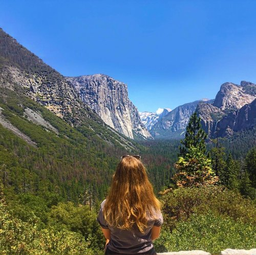 The greatest adventure is what lies ahead ⛰ #yosemitenationalpark #tunnelview⠀ ⠀ 📷 sashamcalister