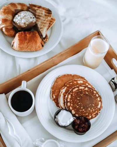 Happiness is breakfast in bed.  Photo | thoseupstategirls