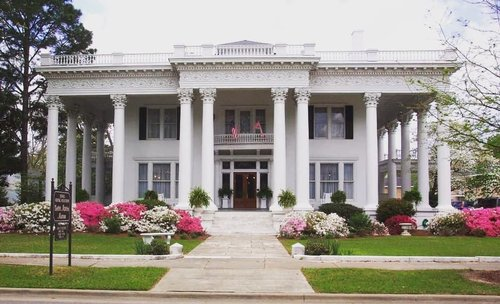 "Shorter Mansion in Eufala is an example of Classical Revival-style architecture. It was originally built in 1884 and burned down in 1900. The current home was built in 1906. Shorter Mansion offers tours, and some of you might remember it from the hit film ""Sweet Home Alabama"". #sweethomealabama #alabamarealestate #greekrevival #eufaulaalabama"
