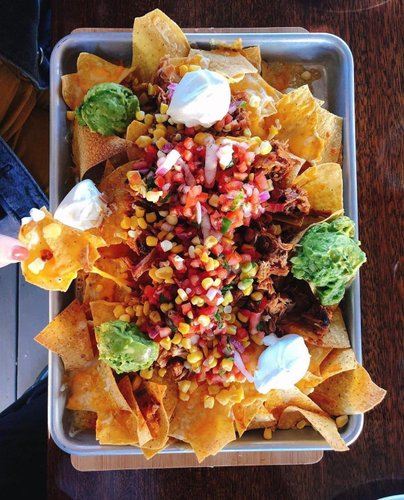 Tag your fellow nacho lover to let them know @smokehousenewport is staying open through the winter 🥳 This casual, open-air eatery known for its bold backyard barbecue flavors typically closes mid-October, but will remain open offering their 🌟brand new menu🌟 for take-out and delivery, alongside a few extra weeks of in-restaurant dining. #theclassiccoast 📷: @chiefofchow