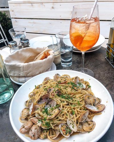 Monday pick-me-up thanks to the new @pastabeach patio. Have you been yet?!