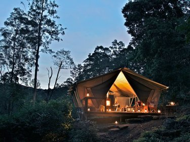 It's official; there is a heaven on earth, and it's waiting for you in our hinterland. Say👋to @nightfallcamp, a luxury glamping experience set amongst the natural surrounds of Christmas Creek. 🏕 Think flowing streams of pure water, forests part of a