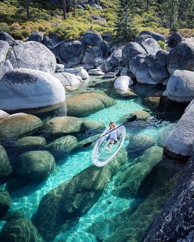 Would you paddle here? 🛶🎒Follow backpackinggirls_ for more backpacking inspo! - 📷 everchanginghorizon jess.wandering - #travelgirl #instanature #naturephotography #travelphotography #lake #laketahoe #tahoe #kayak #canoe #paddle #boulders #travel #nature #naturelovers #mountains #hiking #backpacking #climbing