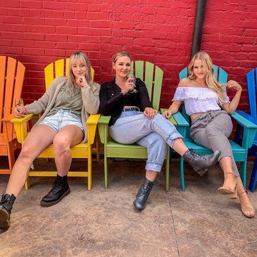 (Charlie's) Angels 👼🏻👼🏻👼🏻 #reno #winewalk #thatsmybestfriend #sassy #rainbow