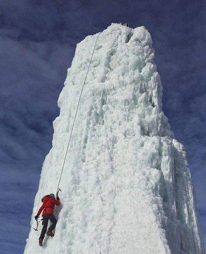 寻找新的冬季活动? 您可以在Club d'escalade de Saint-Boniface尝试攀冰。 欢迎周末欢迎光临! 由@craspybakon惊人捕获。 #exploremb #explorecanada #onlyinthepeg