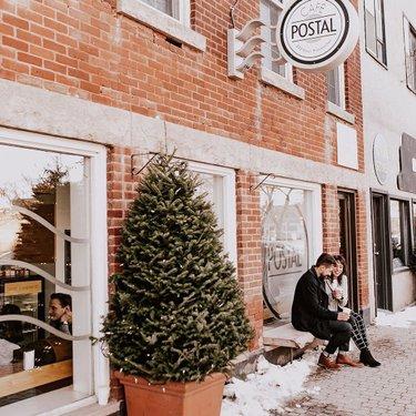 和我最喜欢的人喝咖啡。🐻🥰☕📸📸vanessamayberry #momentslikethese #thatsdarling #goodvibesonly #designrestaurants #cafepostal #womenandcoffee #coffeenclothes #wpgnow #exploremb