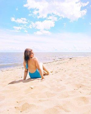 """我不是泰勒斯威夫特的大粉丝,但我肯定是""感觉到22""🤗♋°°#7月4 #summer#cancensasonason♋️#sunny #beach #summerhair #sand #vsco #manitoba #watersign #relaxing #explore #calvinklein PC:@_ r_e_becca_"