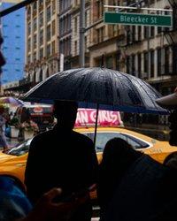 Silhuetas de dia chuvoso