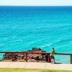 No filter needed when the views are as good as this. 🙌 Put yourself at the very bottom of @queensland and enjoy the blue hues of Point Danger. Officially where the line is drawn between state borders, the view makes for a mesmerizing moment, and an even better picture. Our tip? Take a stroll across the road for breakfast with arguably one of the best views on the Coast at @cafedbar. 🍳 #WeAreGoldCoast #thisisqueensland #SeeAustralia 📸 @sarahmgower
