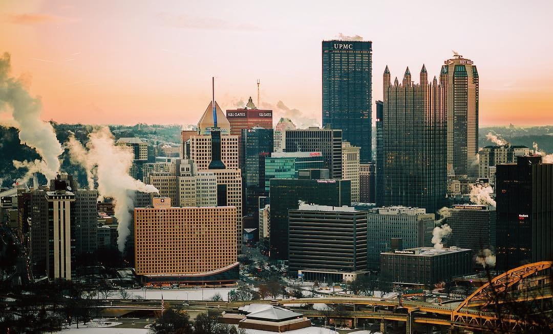 the.mike d. Downtown Pittsburgh. Rise and shine! Happy Monday 👊🏼🌇 . . .  . .  pnc a0234e057