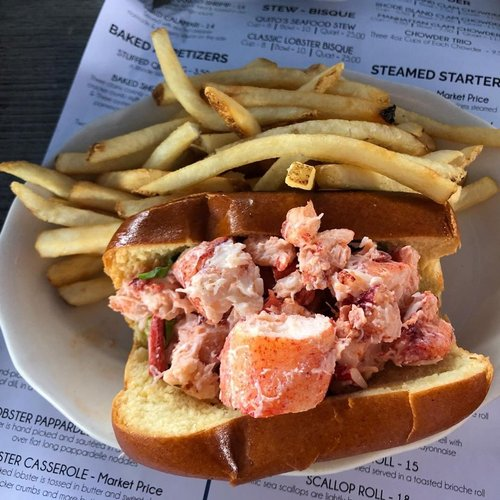 Lobster roll summer @quitos_restaurant  . . . . . . . .  #lobster #lobsterroll #rhodeisland #rhodeislandeats #rhodeislandeats #newengland #goodeats #goodfood #foodporn #deliciousfood #summer #summereats #newenglandsummer #seafood #bristolrhodeisland #delish #yum #yummy #traveleats #foodie #foodiegram #foodstagram #foodinsta #foodinstagram #foodpic #nycfoodie #foodgasm #foodphotography