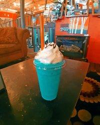 Blue is good for you!! 💙 Mega bomba drink, ktorý sme si dali v Alabame 😋 Máte nejaký obľúbený milkshake? thespotcoffeeshop _____________________________________________ #restaurant #travelandexplore #yummy #usa #unitedstates #instatravel #inspo #instablogger #instaphoto #photooftheday #potd #amerika #alabama #alabamafood #thespotcoffeeshop #fortpaynealabama #coffeeshop #dnespijem #visitalabama #milujemcestovanie #drinks #drink #milkshake #frozendrinks #thespotcoffee #blue #bluedrink #bluemilkshake #sweet #colorfuldrinks