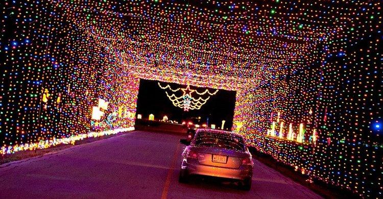 Drive Thru Christmas Lights.Prairie Lights Drive Through Holiday Light Park Visit