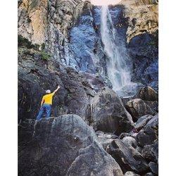 一条界破青山色 Like a veil of the bride . . . . .  #instagood #keepitwild #wanderlust #keepexploring #yosemite  #neature #waterfall #chasingwaterfalls #waterfall #waterfallsfordays #lifeofadventure #seekthetrails #letsgosomewhere #instapassport #aroundtheworldpix #ig_masterpiece #pixaloop #flashesofdelight #travelog #mytinyatlas #visualmobs #theglobewanderer #seasonofjun #exploringtheglobe  #iphoneography #iphoneonly #iphonesia #iphoneography #iphonephotography #focalmarked