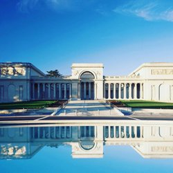 Here is the Legion of Honor, an art museum with a collection that spans four millennia of history. This French neoclassical building, representing a great legacy of philanthropy and civic pride, stands proudly over the city, the Golden Gate, and the Pacific Ocean beyond. #famsf #palaceoflegionofhonor #sanfrancisco #sanfranciscolife #visitsanfrancisco #california #travel #warwickhotelsandresorts #warwicksanfrancisco #voyage #luxury #art #architecture #design #almadebrettevillespreckels #lincolnparksanfrancisco #augusterodin #rubens #history #hotels #reizen #путешествовать #السفر #viaggio