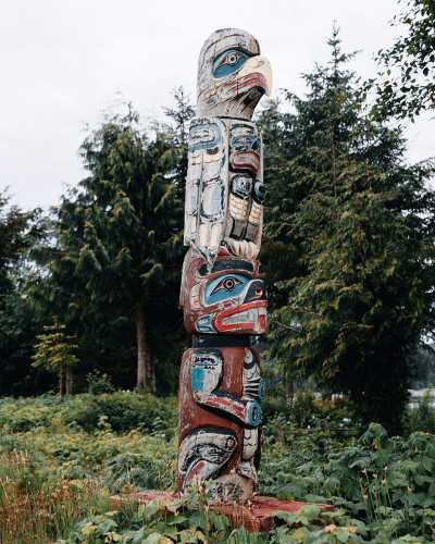 There are some beautiful totems in Port Hardy. It was really fascinating learning more about the culture and intent behind these works of art. #explorebc #explorecanada #chasetheunknown