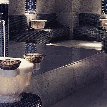 哈曼有人吗? 这些加热的大理石板将是这个周末在温尼伯十温泉放松的完美方式!👌❤什么是哈曼? 故事:哈马姆热气腾腾的沐浴仪式是奥斯曼帝国社会生活中最重要的支柱之一。 哈马姆不仅仅是一个简单的沐浴场所,而是一个男人和女人聚集在一起的圣地。 在日常的基础上,将进行朝圣的朝圣。 土耳其土耳其浴室是身体和精神净化传统的家园。 随着身体和皮肤从毒素中清除和净化,血液循环增加,刺激免疫系统,支持身体和精神上的免疫系统。 Ten Spa的Hamam重新唤醒了这种失去的清洁和恢复活力的仪式。 #spaday #selflove #relax #fortgarryhotel #haunted #winnipeg #hamam #steam #detox