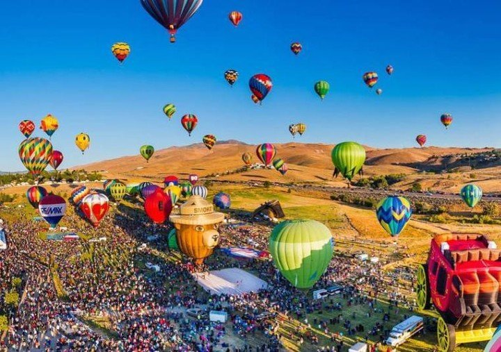 Time for a #ThrowbackThursday to the Great Reno Balloon Races! We always enjoy seeing the dozens of balloons take to the sky on a sunny Reno morning, and it's one of the things we look forward to every year! @renoballoon #ParkLaneLife 📷@realtor.tina.bodden . . . . . . . . . . #travelnevada  #nevadalife #homemeansnevada #RenoNV #RenoNevada #BiggestLittleCity #RenoTahoe