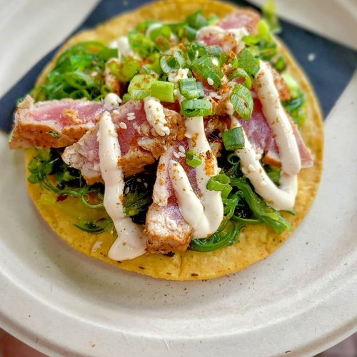 Seared tuna tostada with jicama seaweed salad, yuzu dressing, toasted sesame seeds and aioli.  @diegosnewport #newport