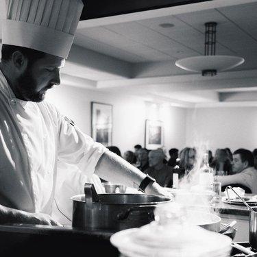 受欢迎的De Luca烹饪工作室向公众开放,并提供与专家厨师Mike Brown一起培养烹饪技能的机会。 在每个班级,厨师Mike将为您提供各种正宗的意大利菜肴,同时您可以坐下来放松身心并享受盛宴! 加入我们的2018赛季,探索鼓舞人心的烹饪技术,传统和产品。 时间表中的生物链接+即将推出的菜单👨🏼🍳👩🏼🍳______________________________950 Portage Avenue每人65美元+税6:30 pm - 9:00 pm需要预先登记_______________________________
