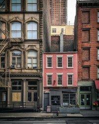 A facade I'll never tire of, HAPPY SUNDAY 💗 . . . . . . . . . . . . . . . . #facades #facadelovers #iamatraveler #traveldeeper #streetsofnewyork #chasing_facades #prettycitynewyork # nyc #strangersinmyfeed #newyorkcity #newyork_instagram #newyork_ig #thebigapple #loves_nyc #newyorker #what_i_saw_in_nyc #ilovenyc #newyork_photoshoots #timeoutnewyork #nycityworld #newyorkarea #seeyourcity #citybestpics #citybestviews #pathport #momentsofmine #beautifulmatters #chasinglight #theprettycities #teampixel