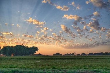 That's one lovely sunrise 🌄Thanks for sharing this Limestone County view, derek_blakely_photography! // #thisisalabama